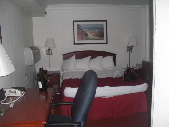 Best Western Plus Atlantic City West Extended Stay & Suites: King bed