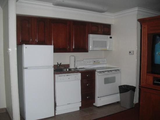 Best Western Plus Atlantic City West Extended Stay & Suites: kitchen area