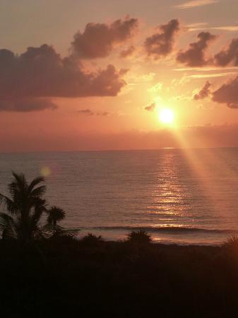 Grand Sirenis Riviera Maya Resort & Spa: the beautiful sunrise from our belcony