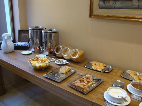 Hotel Carlos V Patagonia Bariloche: Desayuno
