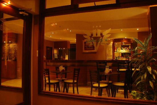 Hotel Carlos V Patagonia Bariloche: Entrada del hotel