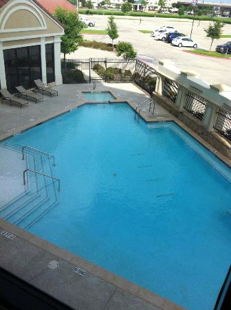 Hilton Garden Inn Dallas Lewisville : Pool on a sunny Dallas Day!