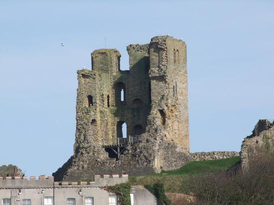 Miricia: Scarborough Castle 2 Mins away