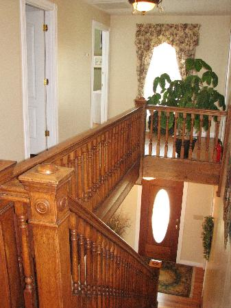 The Hill House Bed & Breakfast: Stairway