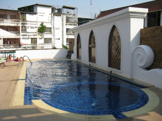 WangBurapa Grand Hotel: Pool Area