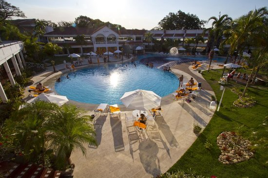 Los Tajibos Hotel & Convention Center: Piscina dia / Swimming pool at day