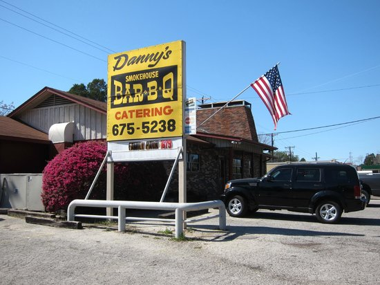 Danny's Smokehouse BBQ: Outside