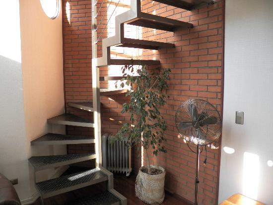 Museo De Artes Apartments: Escaleras al 1er piso