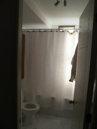 Museo De Artes Apartments: 1er piso: Baño