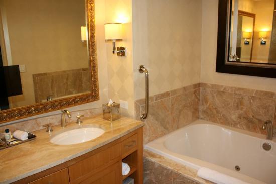 Trump International Hotel Las Vegas Bathroom