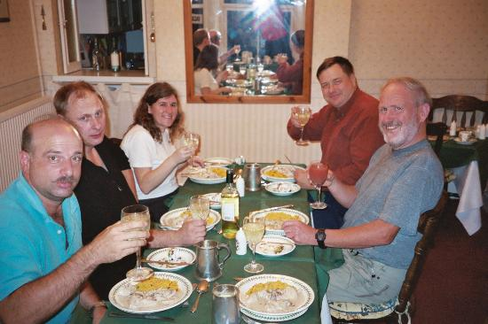 Bryn Bella Guest House : Bryn Bella meals bring friends together!