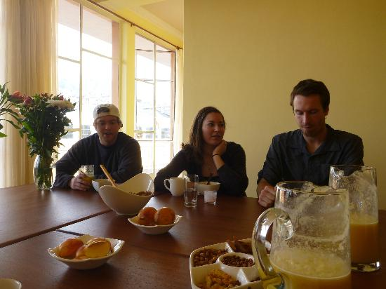 Community Hostel: Eating Breakfast