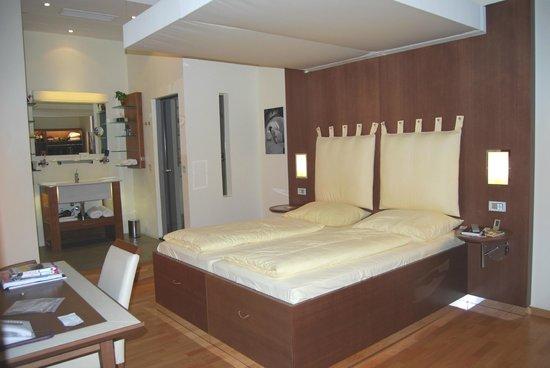 Hotel Rathaus Wein & Design: room
