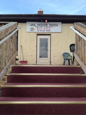 Jail House Pizza: Front door.