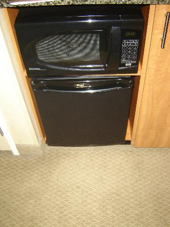 Silver Cloud Hotel - Seattle Broadway: Microwave & Fridge