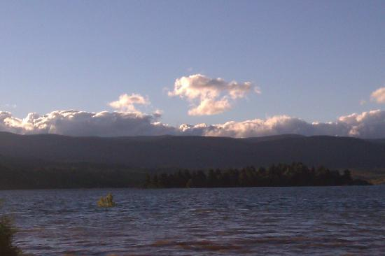Jindabyne Holiday Park: The Lake - It was quite flooded when we were there