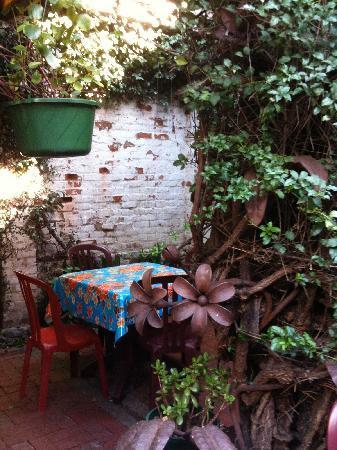 Linnaea's Cafe: garden dining