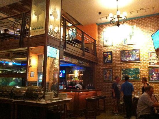 Hotel Mezzanine Floor : Bar mezzanine floor fotografía de bourbon street