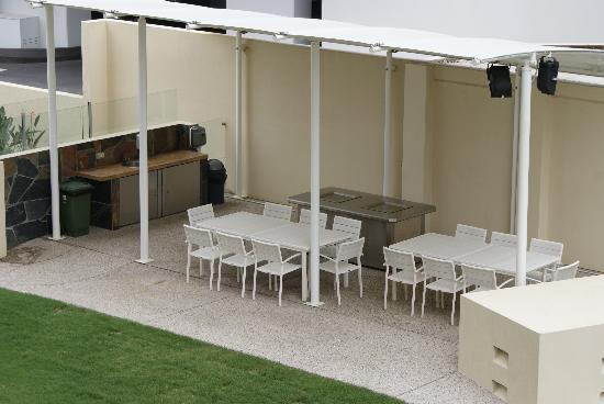 Zenith Apartments: Covered BBQ Area