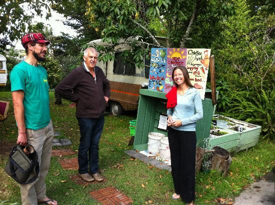 Fat Cat Eco Backpackers : Great organic garden & composting system