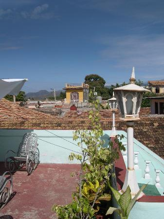 Casa Particular - Jesus Pineda: View from the roof terrace towards the mountains