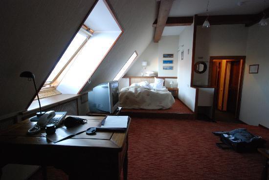 Alexander House : room