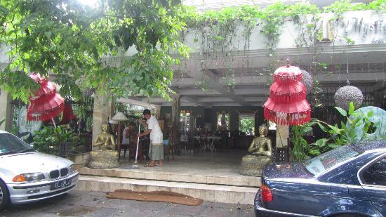 Bali Mystique Hotel and Apartments: Entrance