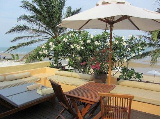 Aleenta Hua Hin Resort & Spa: The private terrace