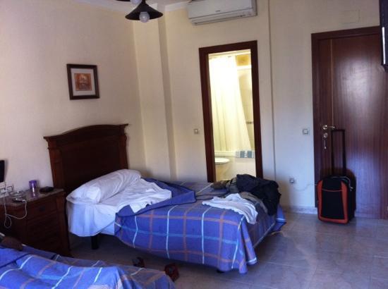 Hostal Thuami: habitación