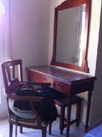 Hostal Thuami: escritorio
