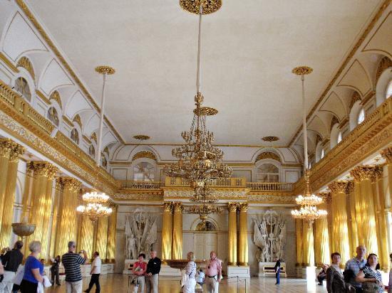 Sala dentro del museo del hermitage una maravilla for Sala maravillas