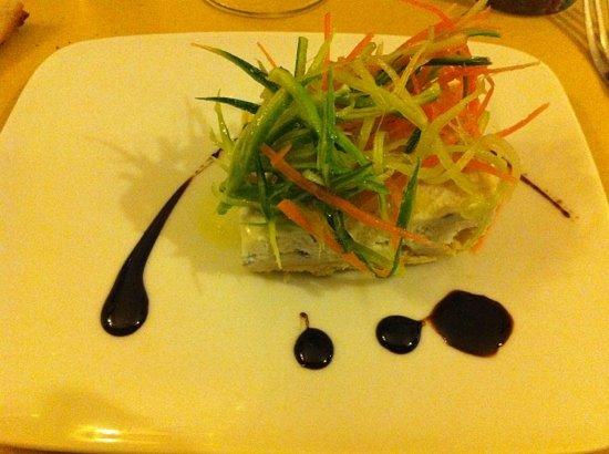 Le Vigne: Cheese-cake di ricotta e gorgonzola con pinzimonio di verdure all'aceto balsamico.