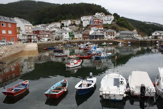 Hostal O Forno: Questo è il paese di Porto du Barquero. L'hotel è la prima casa sulla sinistra della foto