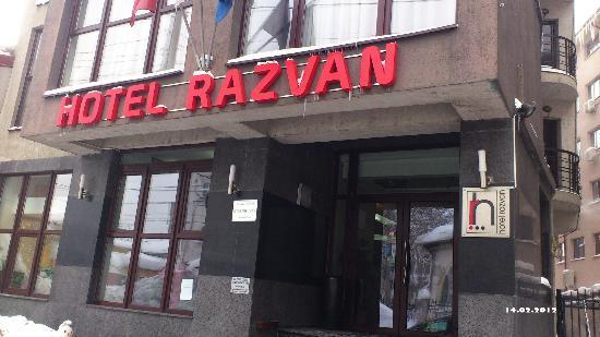 Hotel Razvan: Front view ; main entrance