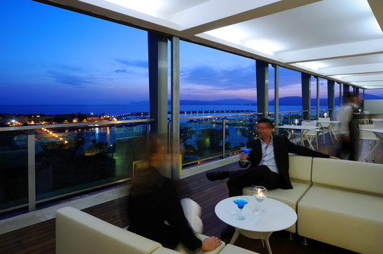 Aperitivo sulla terrazza panoramica - Foto di Blau Skybar, Alghero ...