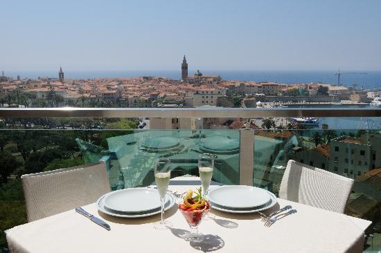 aperitivo sulla terrazza - Foto di Blau Skybar, Alghero - TripAdvisor