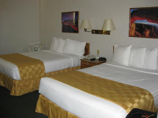 Inn at the Canyons: 2 Queens