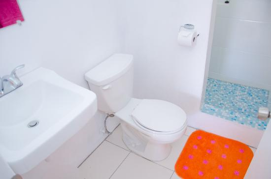 Grenada Gold Apartment Hotel: Sparkling clean bathrooms