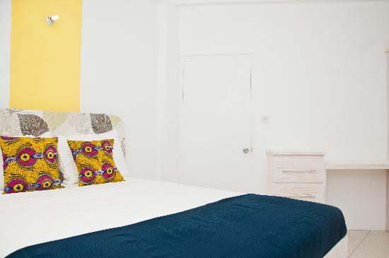 Grenada Gold Apartment Hotel: Colourful, Spacious with lots of storage space