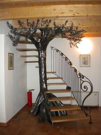 Agriturismo Colle delle Stelle: albero in ferro battuto