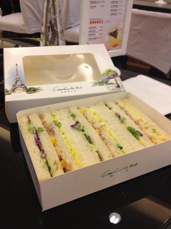 C'est La Vie : tuna sandwich. 12.5yuan