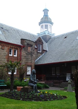 Campbeltown, UK: Linda McCartney memorial garden - across the street