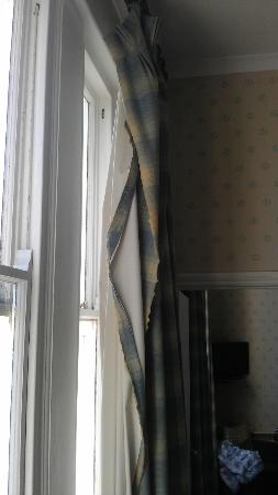St. Ives Harbour Hotel & Spa: Torn curtains