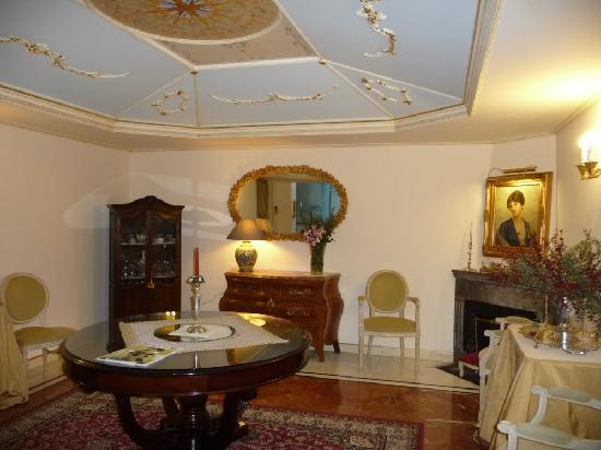 Relais Antica Badia : The lovely common areas with a new ceiling.
