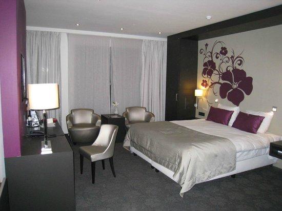 Van der Valk Hotel Brugge-Oostkamp: Large Room
