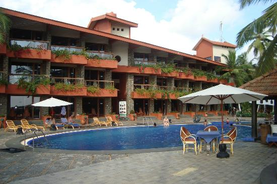 Uday Samudra Leisure Beach Hotel & Spa: Pool Side