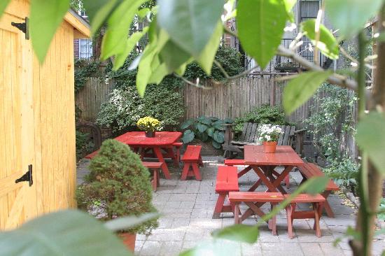 Menno House: Garden