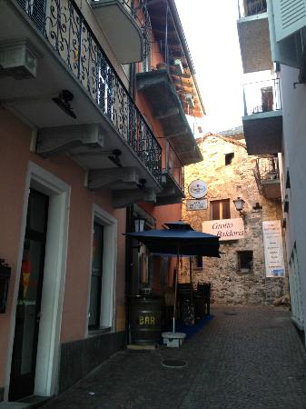 Piazza Ascona Hotel & Restaurants: Street leading from lake shore to 'Casa dell Olive'