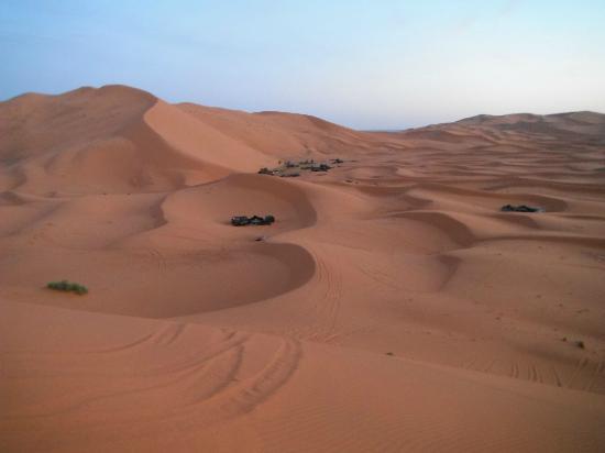 Auberge La Source: Campamento entre las dunas