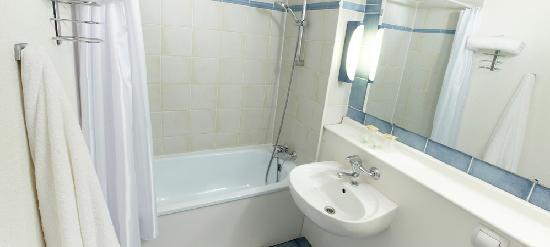 Campanile Pau: Toutes nos chambres sont équipées de baignoire.